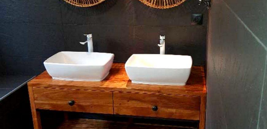 L'esprit du bois – Aménagement salle de bain à L'Étang-Salé