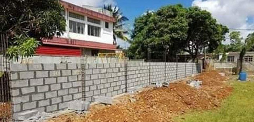 AGJ CONSTRUCTION – Pose de clôtures et murs de séparation à Petite-Île